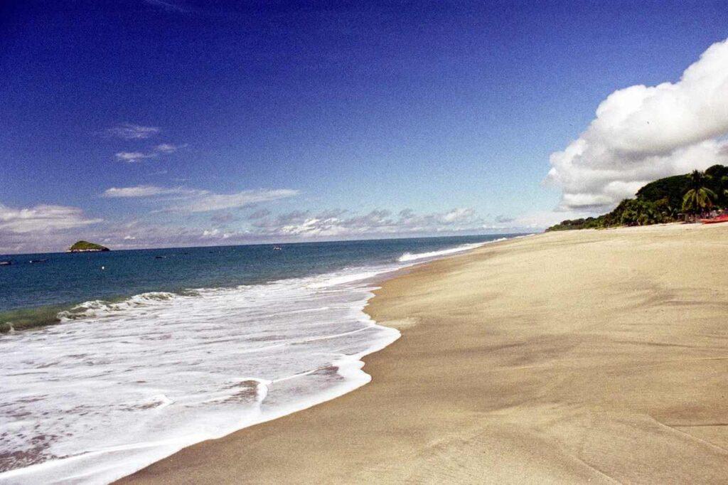 Debes visitar las playas de la Riviera pacífica que quedan en el interior de Panamá